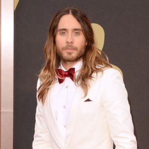 jared_leto_oscars_2014_red_carpet_hair_celebrity_beauty_fashion_news_handbag